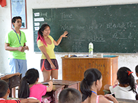 Students teach classroom of children in Costa Rica