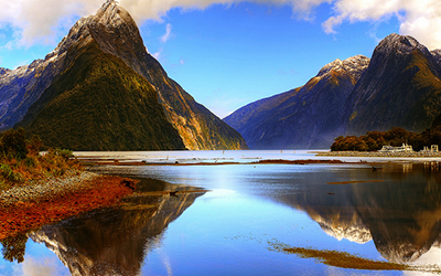 Photo of Milford Sound lake in New Zealand