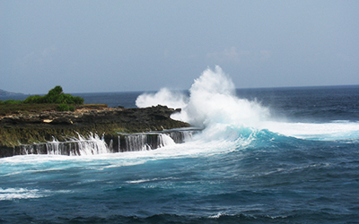 Crashing waves at Devil's Tear,